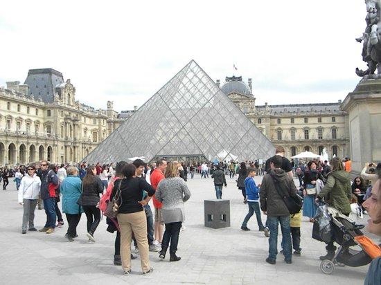 Louvre Museum: cortile