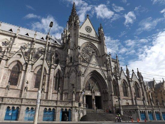 Quito Historical Old Town Tour : Iglesia La Basílica