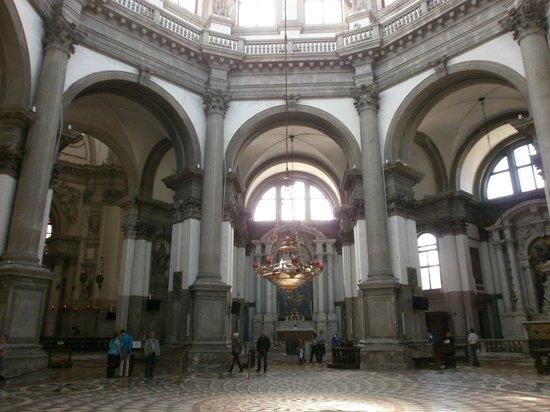 Basilica di Santa Maria della Salute: Interior