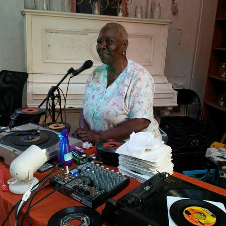 Creole Gardens Guesthouse Bed & Breakfast: Annie spinning classic 45's for the guests!!