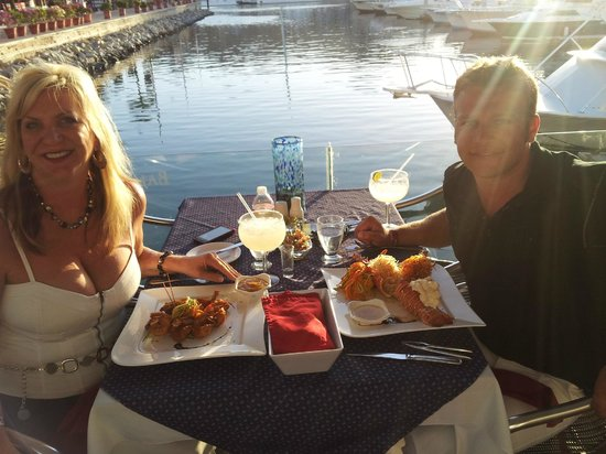 Baja Lobster Company: Great location to dine overlooking the Marina and the sunset