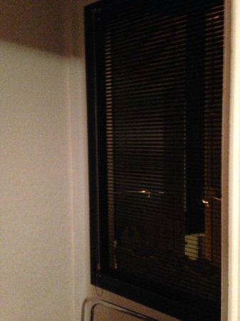 Hotel de la Plage: ropero habitación 10