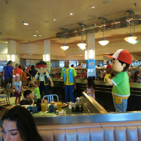 Character Breakfast At Hollywood Vine