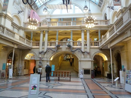 Bristol Museum & Art Gallery: Main hall