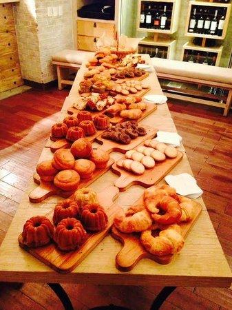 Pan di Bacco: Dessert Spread
