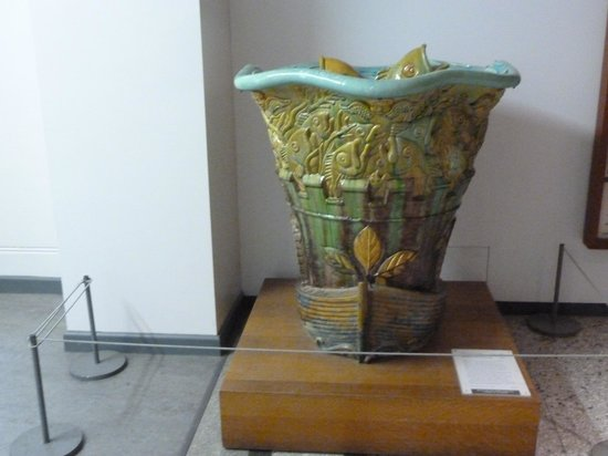 Bristol Museum & Art Gallery: Exhibit of a fountain