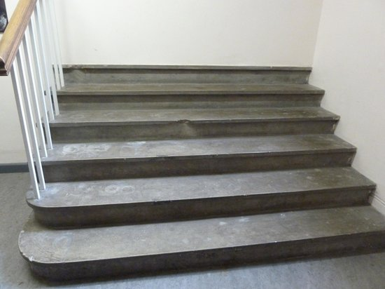 Bristol Museum & Art Gallery: The steps that lead to nowhere!