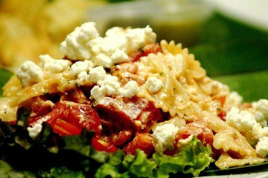 La Santa Gula: La ensalada de pasta farfalle con bruschetta y queso feta