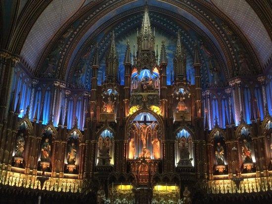 Notre-Dame Basilica: 聖堂内部正面