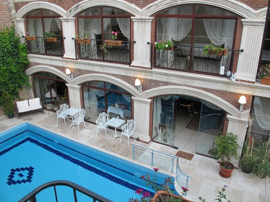 Saint John Hotel: Courtyard