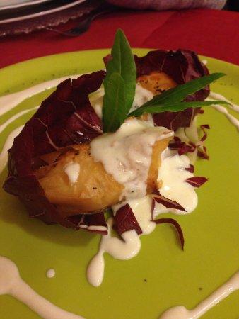 A Cà Do Leo : Saccottino di pasta grillo con bocconcino di salmone con crema allo iogurt magro