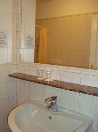 Hotel Roma Prague: banheiro