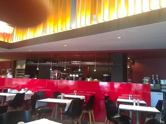Crowne Plaza Brugge: 1階レストラン(朝食会場)