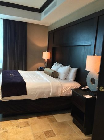 The Artesian Hotel, Casino & Spa: comfortable beds and pillows