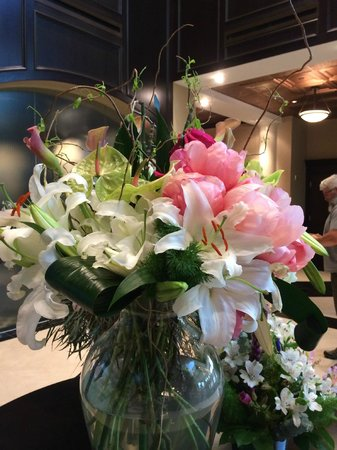 The Artesian Hotel, Casino & Spa: fresh flowers delivered weekly