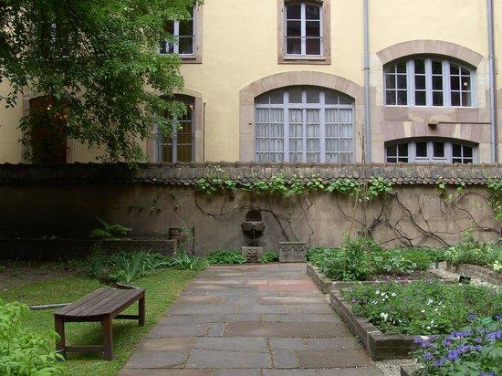 Strasbourg Musee de l'OEuvre Notre-Dame: The mediaeval garden