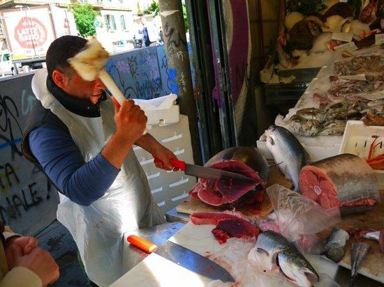 Trustevertastes : Getting a delicious cut of fresh Red Tuna