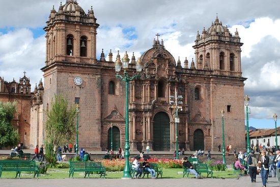 Catedral del Cuzco o Catedral Basílica de la Virgen de la Asunción: Catedral na Plaza de Cusco