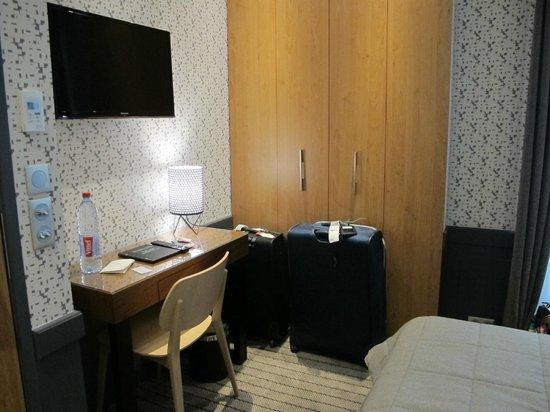 Hotel Signature St Germain des Prés : Quarto (armário)