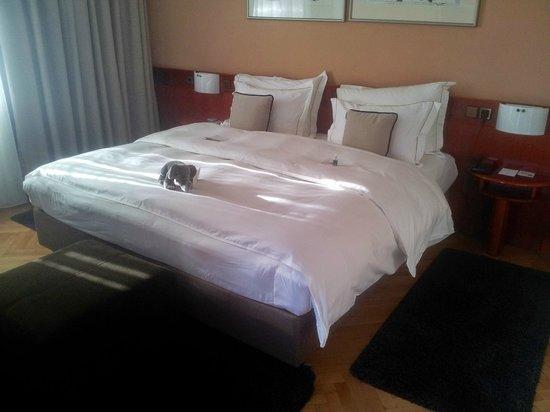 Best Western Premier Hotel Slon: Big bed