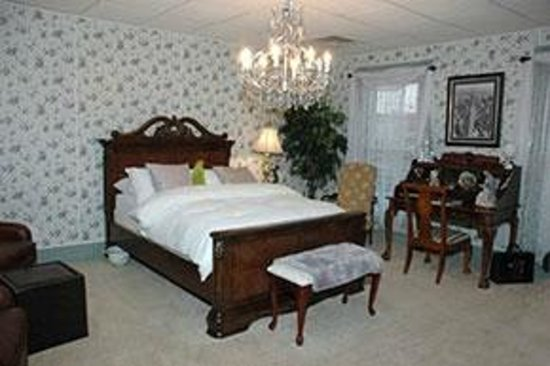 Downtown Bed & Breakfast: The B&O Room