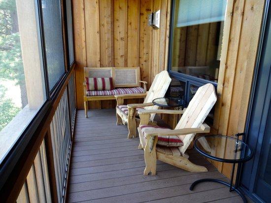 Twisp River Suites: screened deck overlooking river
