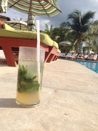 JW Marriott Guanacaste Resort & Spa: Mojitos by the pool are a must!