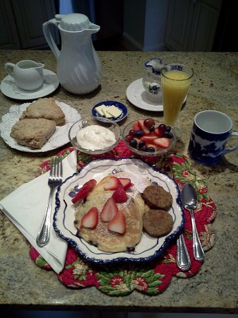 Belfast Bay Inn: Be Our Guest Breakfast Service!