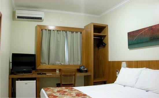 Gelps Hotel : Quarto Casal