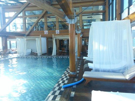 Panamericano Buenos Aires Hotel: piscina aquecida no terraço