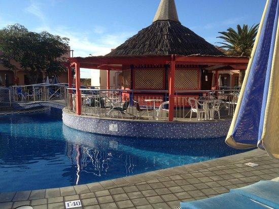 Turbo Club: pool side