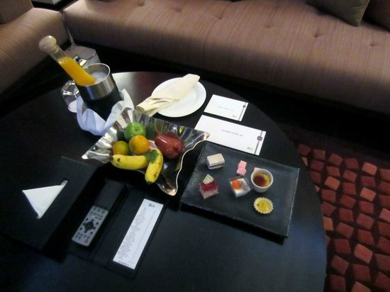 VIE Hotel Bangkok, MGallery by Sofitel: Welcome refreshments, gifts and notes for Accor Platinum status. Very nice touch.