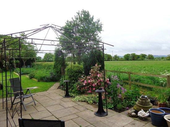 Fernlea Cottage Bed & Breakfast: Outside the lounge