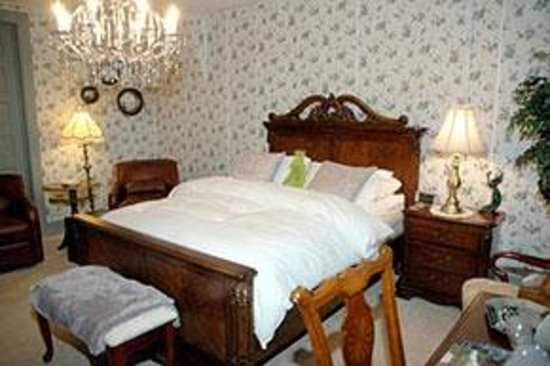 Downtown Bed & Breakfast: Room connects to the Pennsylvania Room making it perfect for a family of four