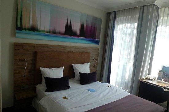 Wyndham Köln: Comfy bed.