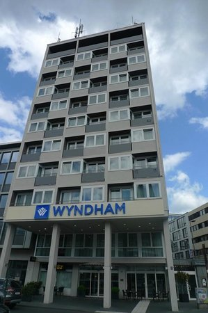 Wyndham Koeln : Wonderful facade.