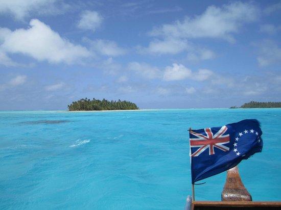 The Vaka Cruise: Cruising the lagoon