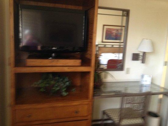 Scottsdale Plaza Resort: two large flat-screens