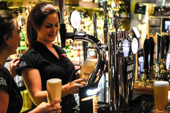 Teuchters Bar Of Edinburgh Busy Staff Bar Tripadvisor Picture -