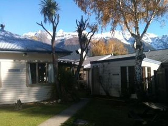 The Glenorchy Hotel: A great little cottage, full of character