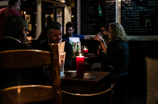 a room in the west end and Teuchters bar: good chat