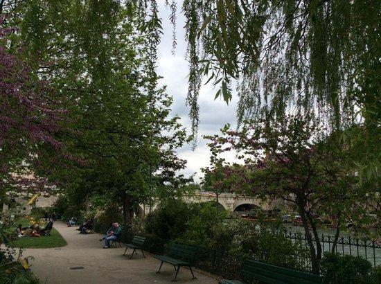 Pont-Neuf: View of Pont Neuf from Ile de la Cite park