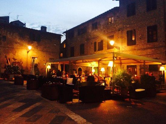 Piazza Canonica Foto Van Ristorante Dietro Le Quinte Colle Di Val