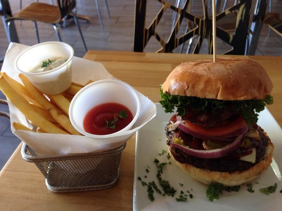The Burger Joint : Now that's a burger!