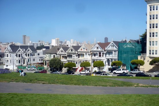 Alamo Square : The Painted Ladies with one being redecorated