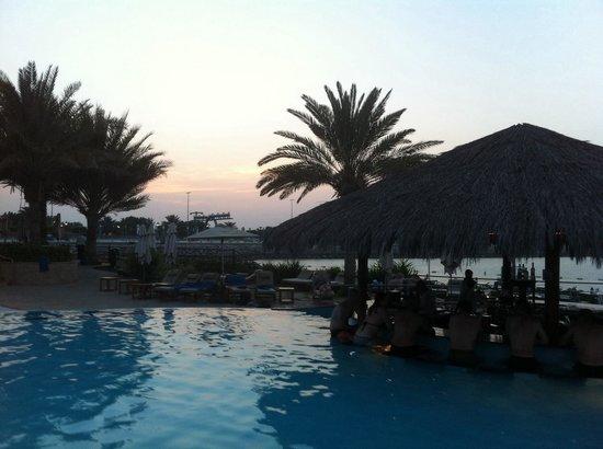 Hilton Abu Dhabi: Piscina hotel