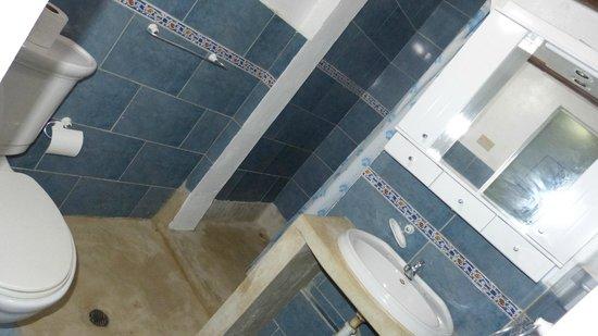Posada Roquelusa: Baño limpio
