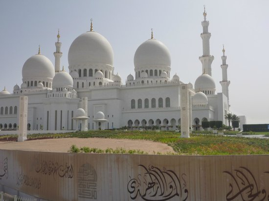 Sheikh Zayed Grand Mosque Center: Approaches to the Mosque
