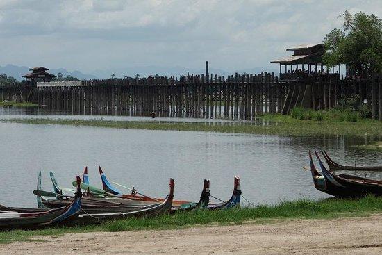 Amarapura, Birmânia: 160年前の木造橋
