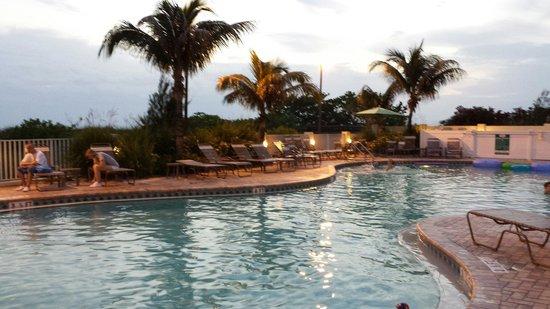 Sunset Vistas Beachfront Suites: pool